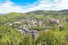 Härligt beskåda av Karlovy varierar, den tjeckiska republiken Arkivfoton