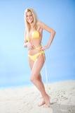 härligt bikinikvinnabarn royaltyfria bilder