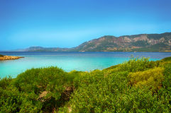 Härligt blått hav för Marmaris strand på bergbakgrund Royaltyfri Bild