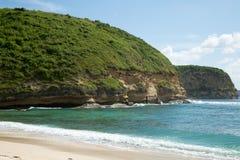 Härligt blått hav med den vita sandstranden Fotografering för Bildbyråer