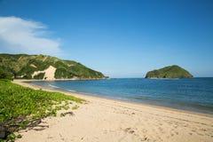 Härligt blått hav med den vita sandstranden Royaltyfria Foton