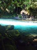 härligt blått vatten Royaltyfria Bilder