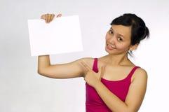 härligt blankt holdingmodelltecken arkivfoto