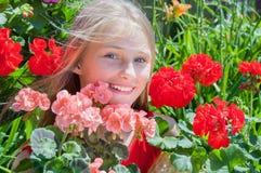 härligt blommaflickabarn Arkivfoto