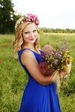 härligt blommaflickabarn Arkivbild