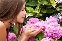 härligt blommakvinnabarn Royaltyfri Foto