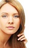 härligt blont hår isolerad kvinna Royaltyfri Bild