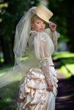 härligt brudståendebarn royaltyfri foto