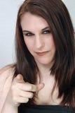 Härligt brunett som pekar hennes finger Royaltyfria Bilder