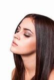 Härligt brunettkvinnaslut upp långt sunt hår royaltyfri bild