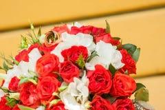 härligt bukettbröllop Arkivfoton