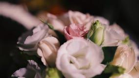 härligt bukettbröllop stock video