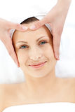 härligt caucasian ha den head massagekvinnan arkivbild