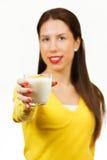Härligt dricka för ung kvinna mjölkar Arkivbilder