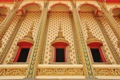 Härligt fönster av den thailändska templet Arkivfoto
