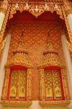 Härligt fönster och vägg i thai stil Arkivfoto