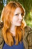 härligt för flicka redheadbarn utomhus Royaltyfri Foto