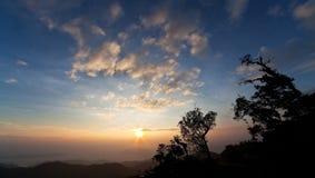 härligt för höglands- soluppgång Arkivbilder