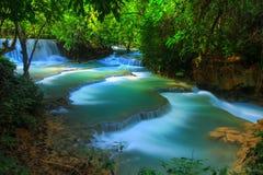 härligt fallvatten Arkivfoton