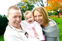 härligt familjbarn Arkivfoto