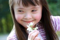 härligt flickaståendebarn Royaltyfria Foton