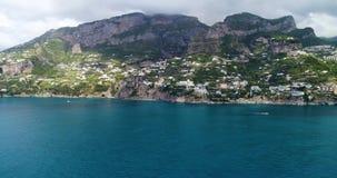 Härligt flyg över Amalfi på Italien stock video