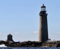 Härligt fyr, ljust hus, vatten, Boston, Massachusetts, segelbåt, vattenhantverk, watercraft, hav, flod Arkivbild