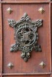 härligt gammalt dörrhandtag Arkivfoto