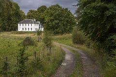 Härligt gammalt stort lantligt hus i Skottland Royaltyfri Fotografi