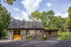 Härligt gammalt stort lantligt hus i Skottland Arkivbild