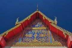 Härligt gaveln av templet. Royaltyfri Foto