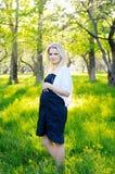 härligt gravid kvinnabarn Royaltyfria Bilder