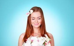 Härligt gulligt le för ung kvinna Royaltyfria Bilder