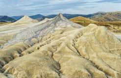 Härligt gyttjavolcanoeslandskap Arkivbild