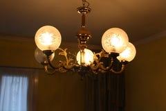 Härligt hängande ljus för inomhus hem- garnering Royaltyfria Foton