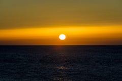 härligt hav över solnedgång bakgrundshavet sänder soluppgång Fotografering för Bildbyråer