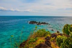 Härligt hav Apo Filippinerna, beskådar uppifrån Arkivfoto