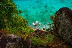 Härligt hav Apo Filippinerna, sikt på östrandlinje övre sikt Royaltyfria Foton