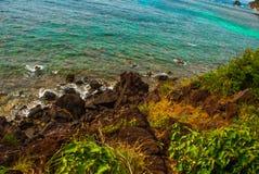 Härligt hav Apo Filippinerna, sikt på östrandlinje övre sikt Fotografering för Bildbyråer