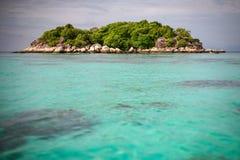 Härligt hav på den tropiska ön Fotografering för Bildbyråer