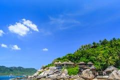 Härligt hav på tropiclaön med kristallklart vatten Fotografering för Bildbyråer