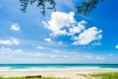 Härligt hav strandkaron phuket thailand askfat Royaltyfri Fotografi