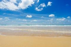 Härligt hav strandkaron phuket thailand askfat royaltyfri foto