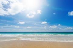 Härligt hav strandkaron phuket thailand askfat arkivbild