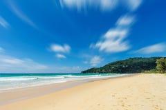 Härligt hav strandkaron phuket thailand askfat arkivfoto