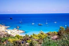 Härligt havslandskap på vägen från Protaras till Ayia Napa runt om udde Greco, Cypern arkivbild