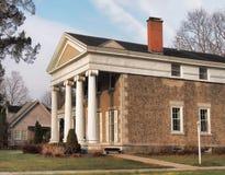 Härligt hem med pelare Royaltyfria Bilder