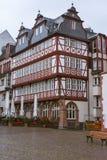 Härligt historiskt hus i mitten av Frankfurt - är - strömförsörjning germany arkivbild