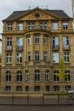 Härligt historiskt hus i mitten av Frankfurt - är - strömförsörjning germany fotografering för bildbyråer