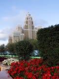 Härligt hus i den astana staden och blommor Royaltyfri Bild
